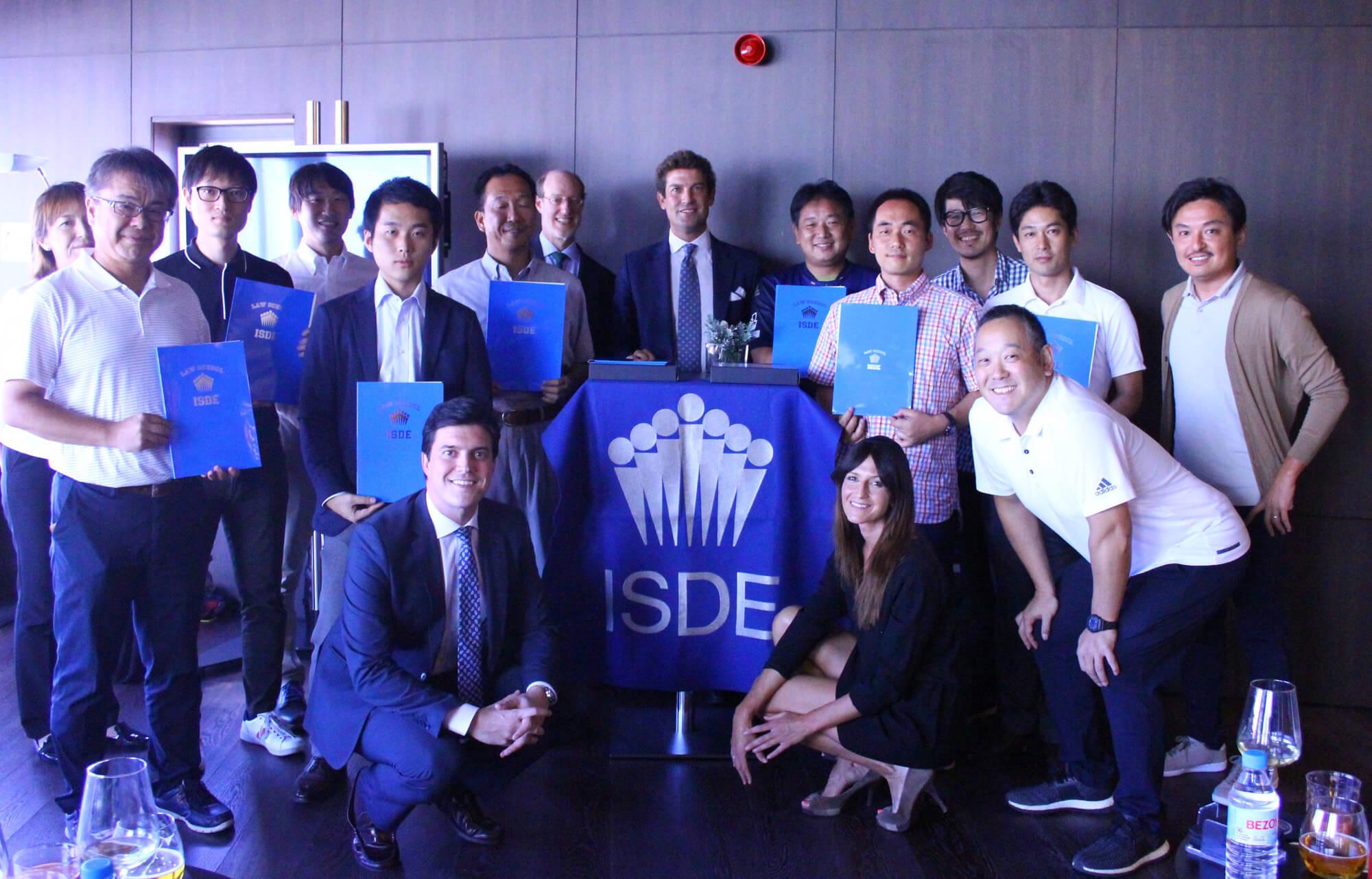 foto de grupo ceremonia graduacion jleague camara comercio madrid